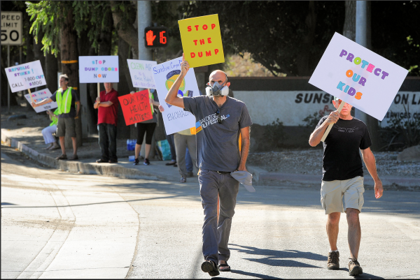 RESIDENTS PROTEST ODORS: Granada Hills residents last year staged a protest at the Sunshine Canyon Landfill in Sylmar. Photo: Los Angeles Daily News.